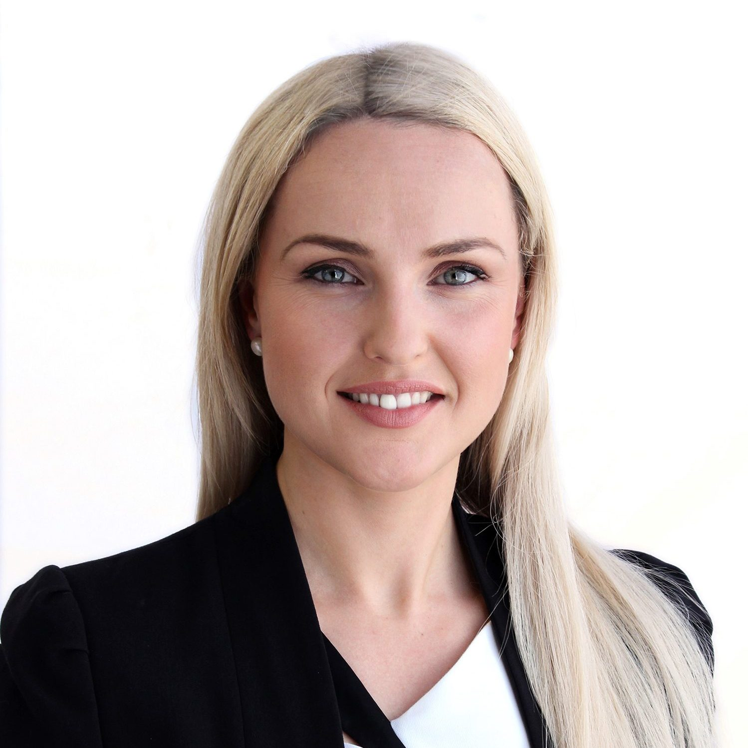 Karolina Headshot - Lynn & Brown Lawyers